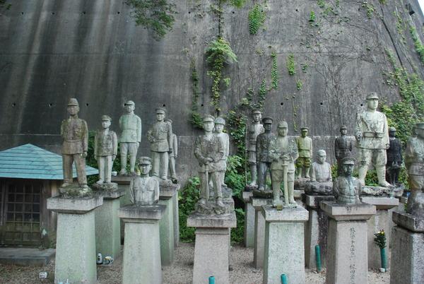 たぬき寺の軍人墓地 (15)