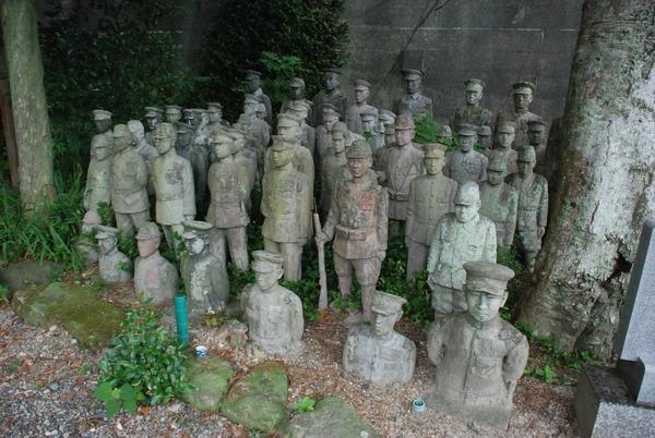 たぬき寺の軍人墓地 (21)