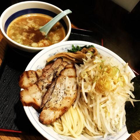ガッツリ野菜と肉補給、優勝軒の野菜つけ麺