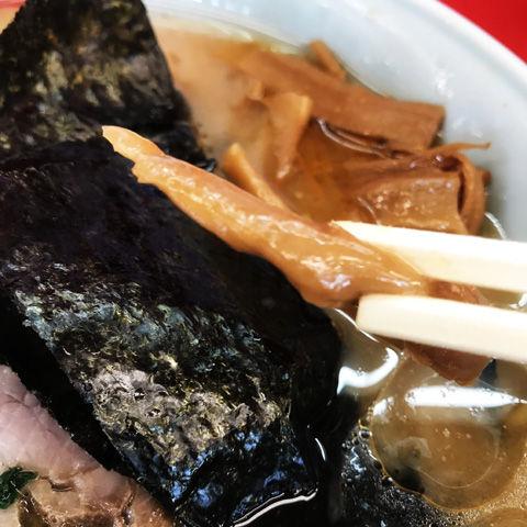 山岡家さんの醤油ラーメン味濃いめ脂少なめ麺バリカタ
