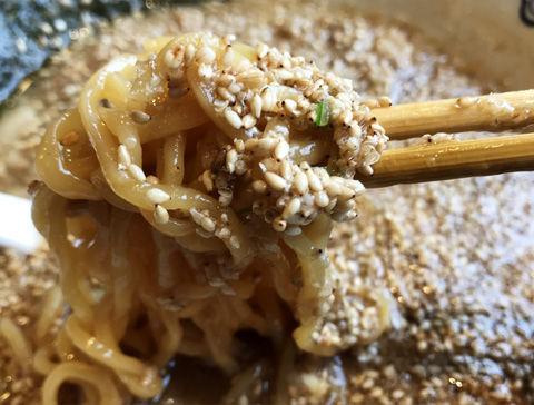 背脂たっぷり、東京豚骨拉麺ばんから(白井店)