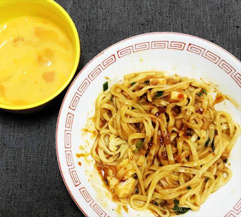 生卵ですき焼き風・セブンイレブン蒙古タンメン中本汁なし麻辛麺