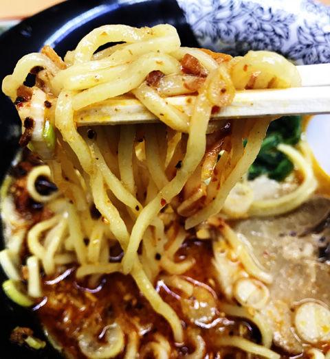 にんたまラーメンの担々麺と、ぴゅっ飛び餃子