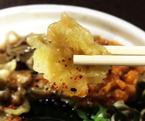セブンイレブンの2種揚げ玉のたぬき蕎麦(玉ねぎ・海老)