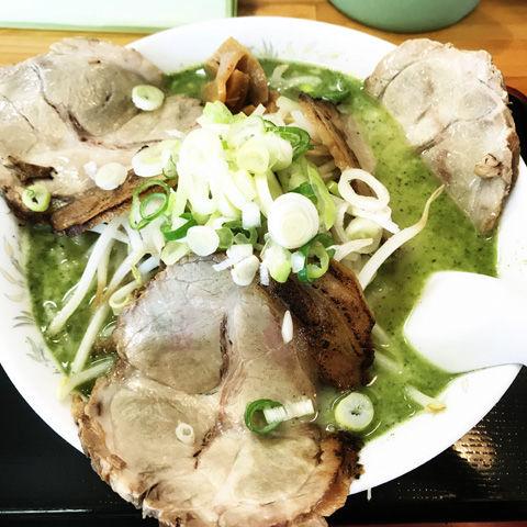 スープを飲み切る直前が美味い、純輝さんの塩バジルらーめん