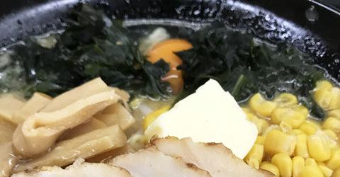 味噌に生卵なデラックスくるまやラーメン