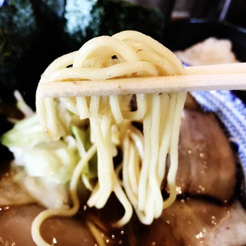 麺やまださんのマイルドで丁寧な味の豚骨醤油