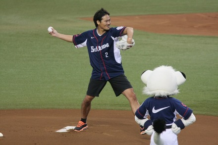 140913 vs楽天 塚本泰史 始球式