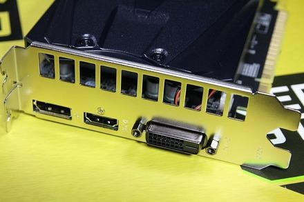 玄人志向 GF-GTX1050-2GB 03