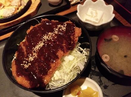 中野 浜ちょ。味噌チキンカツ丼
