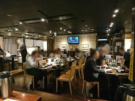 霧笛屋 八重洲口 東京グランアージュ店 店内