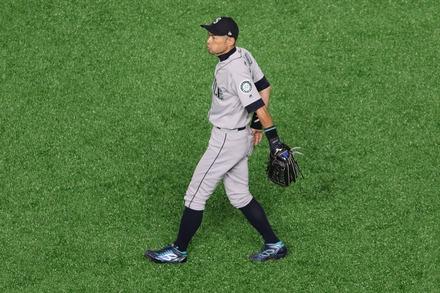 190321 MLB開幕戦 東京ドーム イチロー ライト守備06