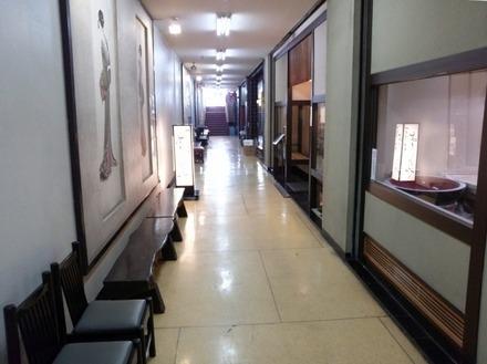 鷺沼 よしみや 建物の廊下