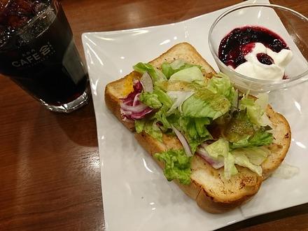 KITTE 丸の内 CAFE会 ツナチェダーの厚切りトーストプレート00