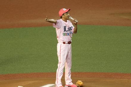 180818 vs日ハム 中山秀征 始球式01