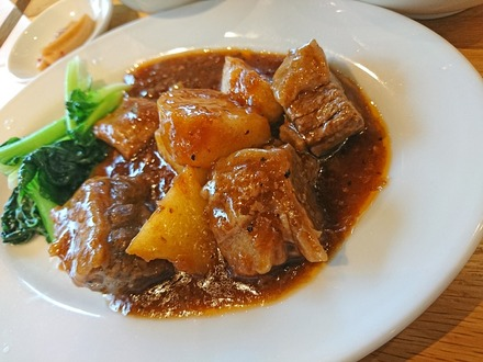 中野 威南記 海南鶏飯 牛肉の黒胡椒煮込み 02
