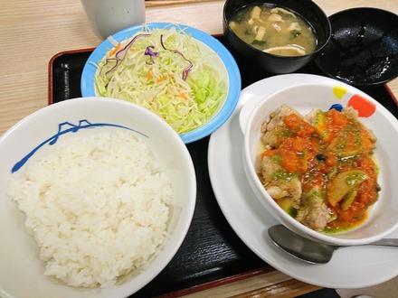 松屋 トマトバジルチキン定食01