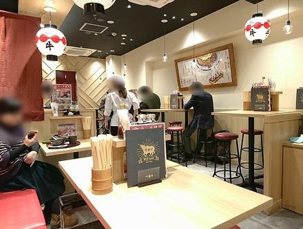 京都勝牛 新宿西口店 店内