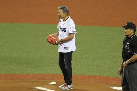 171002 vs楽天 小倉智昭 始球式01