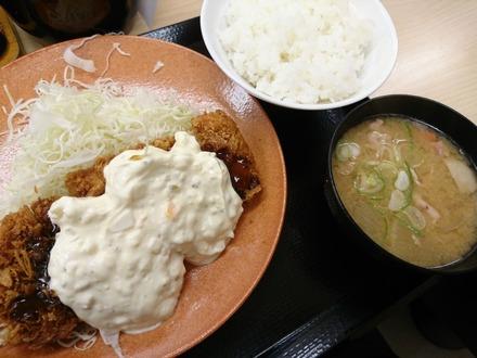 かつや タルタルチキンカツ定食 01