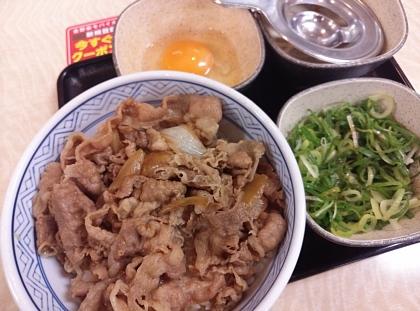 吉野家 牛ねぎ玉丼 01