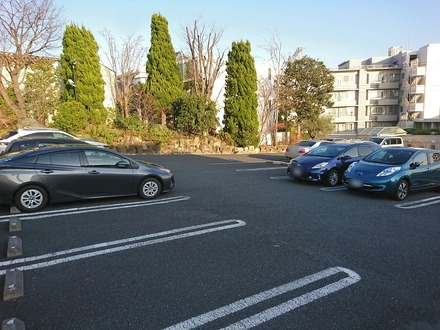 2001 あざみ野うかい亭 駐車場