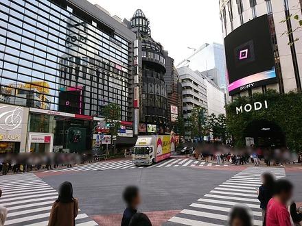 渋谷 ミラン・ナタラジ 店前の交差点