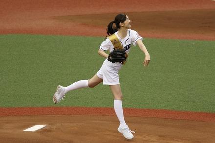170611 vsDeNA 川辺優紀子 始球式02