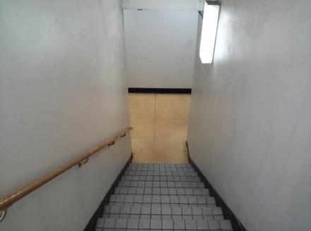 鷺沼 よしみや 建物の階段