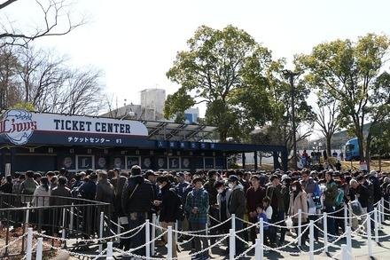180317 オープン戦 vs巨人 チケットセンターの行列