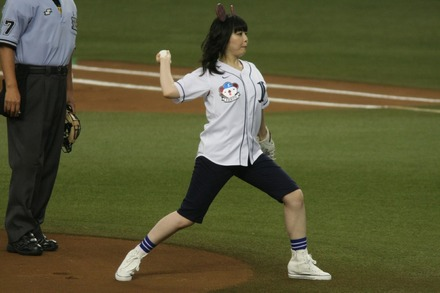 140721 vs楽天 南波志帆 始球式