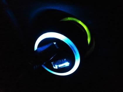 上海問屋 シガーソケット用 USBアダプタ DN-JDL00311 発光