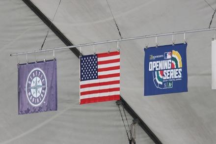190321 MLB開幕戦 東京ドーム 国旗など2