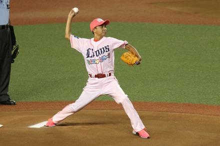 180818 vs日ハム 中山秀征 始球式02