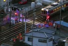 電車にはねられ女性死亡