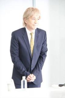 小室哲哉:引退を発表 不倫疑惑報道を釈明