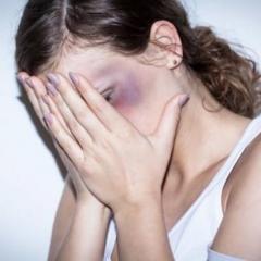 DV父親を刺した19歳長女に殺人未遂の容疑も同情の声が殺到