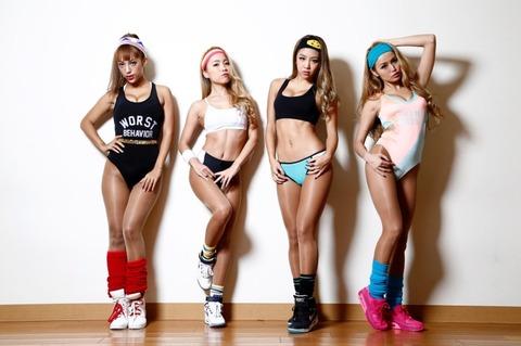 NekoPOP-CyberJapan-Dancers-GQ-Japan-2015-12-C