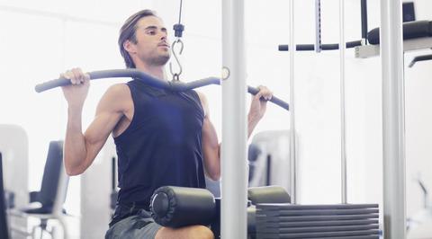 Skinny-Man-Lat-Pulldown-Gym-1109