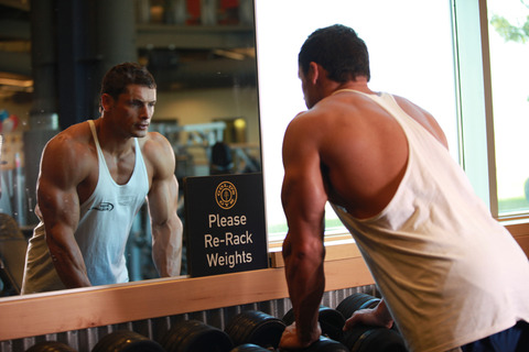 get-big-muscles-by-looking-in-the-mirror
