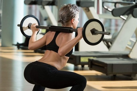 barbell-squats-in-a-gym