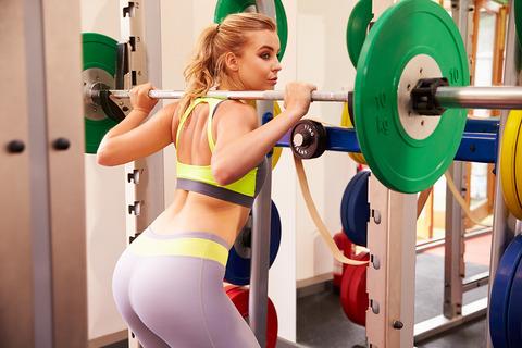 woman-squatting-at-squat-rack