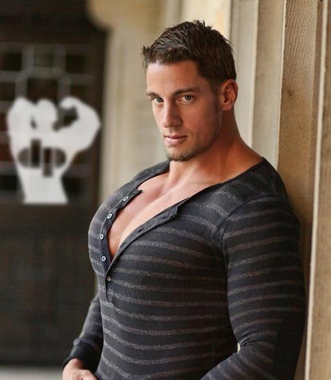 fbd6223804590adfe299b1e989fb7362--tight-shirts-big-muscles