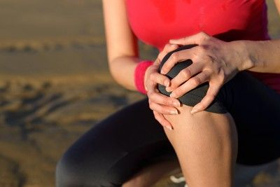 squat-and-knee-pain-about-e1461622839103