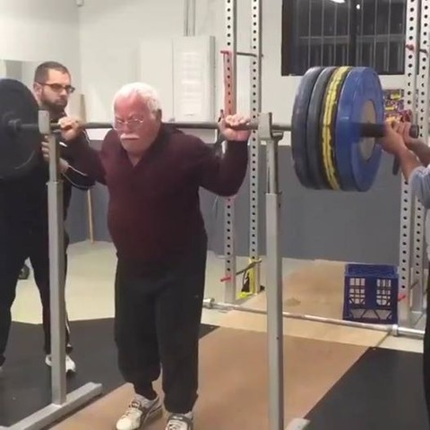 img-84-years-old-and-still-doing-squats-no-excuses-668