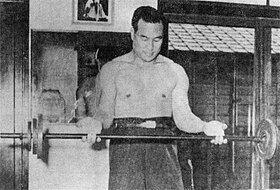 280px-Masutatsu_Oyama_being_trained