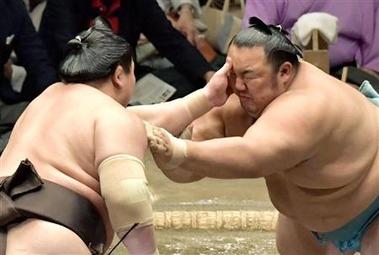 相撲 エルボー