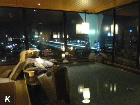 「天然温泉富嶽の湯ドーミーイン三島」(3)夜の展望風呂 ...