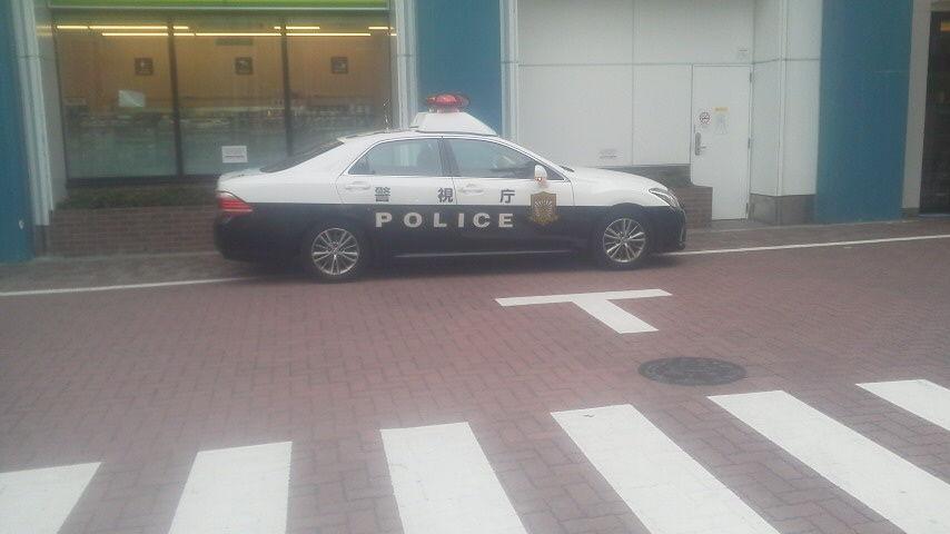 東京・上野警察3 パトカーは交差点内に違法駐車中