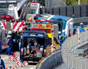 新潟県警機動隊のバス横転事故(石川県)